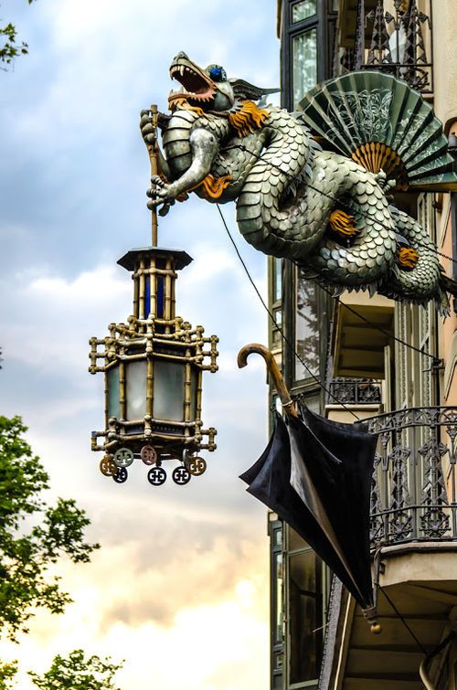 Maybe I should get one of these for the house.  I would definitely be the only house on the block with a dragon holding a lantern on the roof! Hope it lights up - maybe I can use it for a porch light!