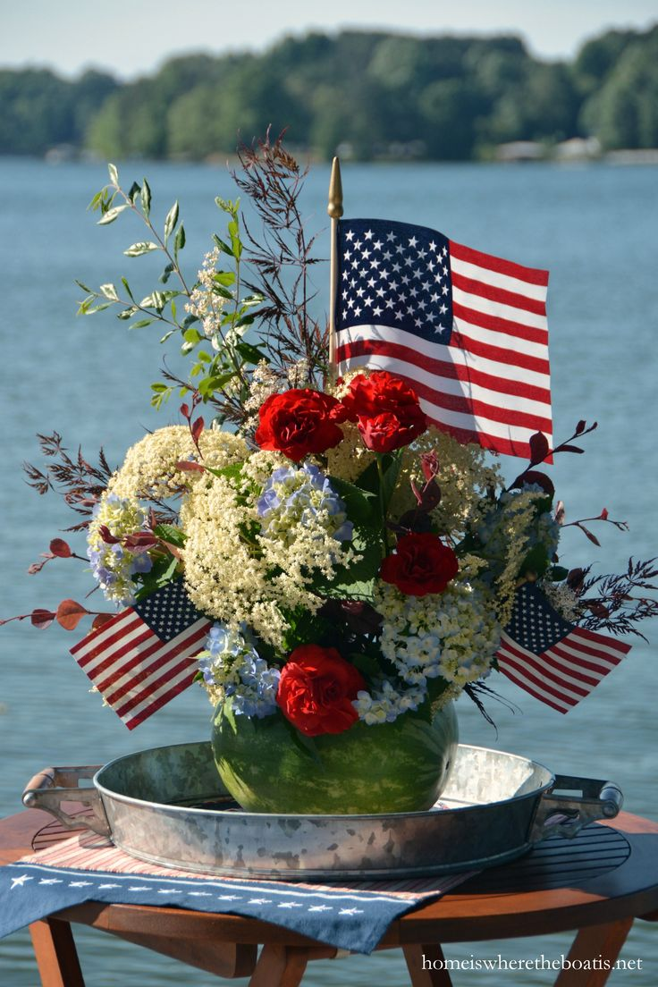 Watermelon vase for Memorial Day | homeiswheretheboatis.net #patriotic #july4th