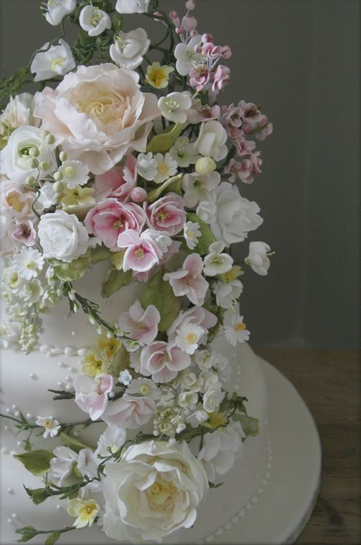 Exquisite 'Springtime' and 'Vintage Dream' wedding cakes with handcrafted sugar flowers from Amy Swann Cakes | The Natural Wedding Company