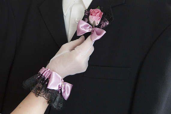 Boutonnière et fleur au poignet noire et rose rosy mauve