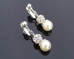 Classically pretty - The Joy Earrings