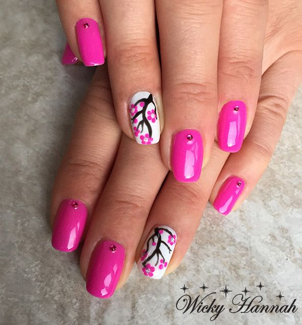 Nailart with Fuchsia Soft Shimmer #gelpolish #gelpolishmanicure #shellak #shellac #wickyhannah #nailart #nails #nailartdesign #nailartist #neglelak #manicure