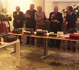 Inaugurata a Domo la mostra di macchine da scrivere d'epoca. Concorso in ricordo di don Tullio Bertamini. Video e fotogallery - Ossola 24 notizie