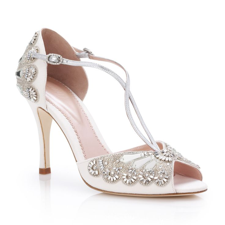 25 best ideas about cinderella wedding shoes on pinterest princess shoes glitter wedding shoes and wedding shoes heels