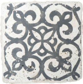 Marrakech stijl onderzetter keramiek van het merk ib laursen. De stenen mini tegel onderzetter heeft een blauwe opdruk.