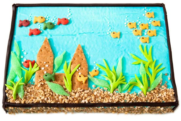 Fish Tank Cake Design - Decorated with Mini Goldfish Crackers, Graham Crackers, Fruit Chews and Praline Crunch Sundae Topping. Yummy!!