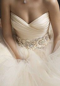 dress bridal-gowns: Wedding Dressses, Idea, Color, Dreams Wedding Dresses, So Pretty, Dreams Dresses, The Dresses, Flower, Sweetheart Neckline
