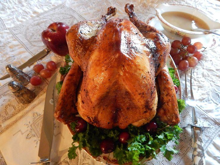Pavo Relleno al Horno Navideño, jugoso, tierno y delicioso. Receta de Pavo Relleno al Horno completa, desde tips y secretos para hornear un pavo a la perfección, hasta la preparación de relleno Navideño de nuez, manzana y ciruela y gravy. Una tradición de Jauja Cocina Mexicana para la Navidad y Fiestas Decembrinas con la familia. Buen provecho!  Mil gracias por suscribirse https://www.youtube.com/user/JaujaCoc... Facebook https://www.facebook.com/JaujaCocinaMexicana