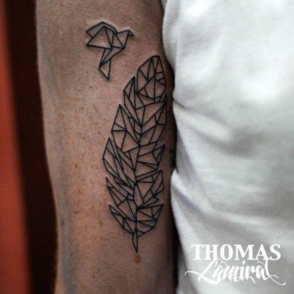 oiseau et plume en origami pour un tattoo. Black Bedroom Furniture Sets. Home Design Ideas