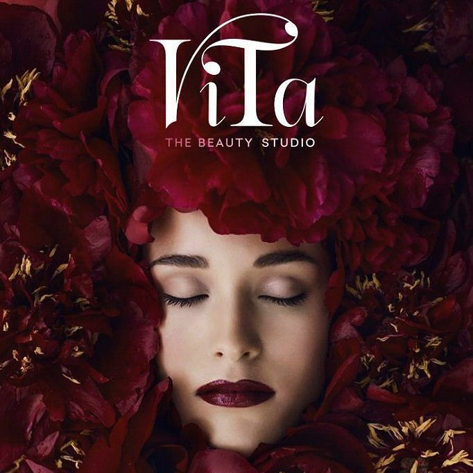 Одна из наших работ: логотип и фирменный стиль для студии красоты Вита. Над красотой других людей трудятся две очень женственные и деловые девушки. Следовательно и визуальный образ должен быть соответствующий. Нежный и притягивающий яркий но не перегруженный а самое главное запоминающийся!  Больше фотографий и информации по ссылке - http://ift.tt/1y130cJ  #Моушн #Дизайн #Logo #designer #Nsk  #бизнес #Россия #логотип #айдентика #фирменныйстиль #бренд #брендинг #графика #имидж #обработка…