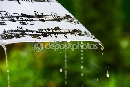 Человек под зонтиком во время дождя от спины — Стоковое фото © kulkann #116846086