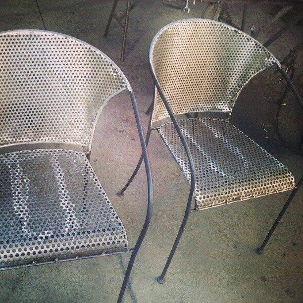 sedie in ferro lucido traforato e molato. #itesoricoloniali #ferro #iron #arredamenti #customized #sumisura #sedie  #design