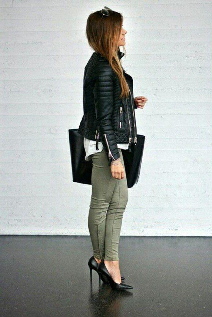 association couleur vetement, pantalon kaki à porter avec une veste noire