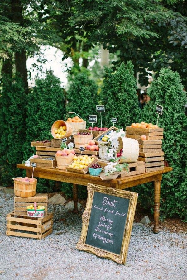 "Farmers' market-themed weddings are becoming increasingly popular. This couple even set up a fruit stand for guests to ""shop"" in lieu of favours."