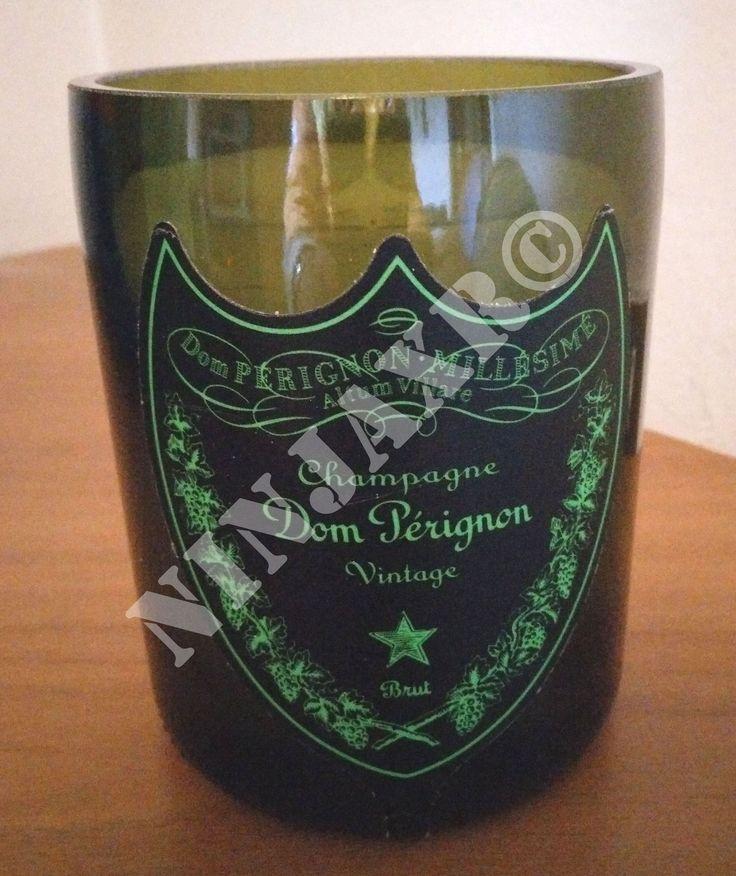 Candela realizzata tagliando e levigando una bottiglia di Champagne Dom Perignon Luminous.  I bordi della bottiglia sono stati molati e levigati in modo tale da renderli assolutamente non taglienti. Dimensioni: Altezza 12 cm, Diametro 9 cm circa. La cera è di prima qualità in modo tale da garantire una lunga durata. Splendido come centro tavola e per dare un tocco di raffinatezza ed originalità, con un debito riguardo al riciclo creativo ed al riuso di oggetti destinati ad inquinare…