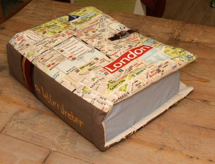 Snterklaas surprise, een stoffen boekkussen.Met dank aan Jacq