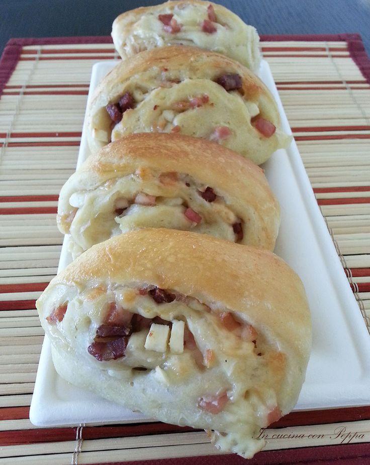 I panini napoletani bimby sono un piatto rustico tipico della cucina partenopea,molto simile al casatiello.Un impasto soffice con ripieno di salumi,formaggi