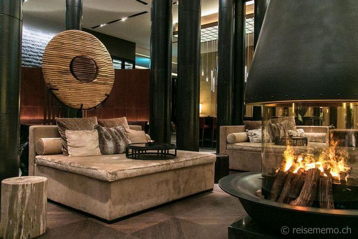 Lounge mit Cheminée im Empfangsbereich-The Chedi Andermatt