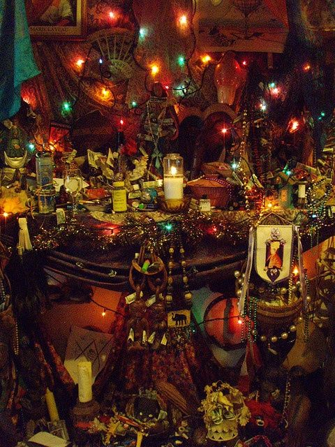 Voodoo Altar in New Orleans.....awww its so beautiful *gasps*