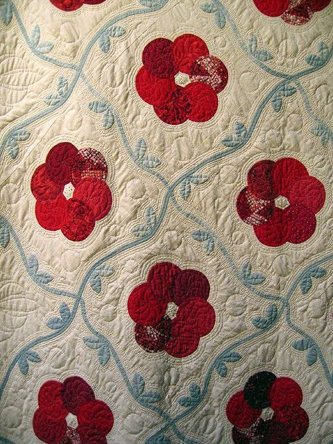 beauty of a quilt: Colors Combos, Sweet Flowers, International Quilts, Beautiful Quilts, Circles Flowers, Red Flowers, Flowers Quilts, Appliques Vines, Quilts Festivals