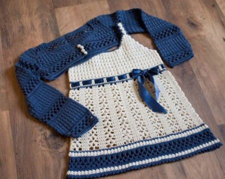 This cute crochet dress with matching bolero, designed by Svetlana M, is currently the most popular free crochet dress pattern on Ravelry. A lovely graph pattern here.