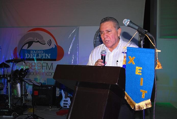 El rector de la UNACAR, maestro Sergio Augusto López Peña, anunció que en el 2013 Radio Delfín llegará a los hogares de Palizada, Sabancuy y Champatón.