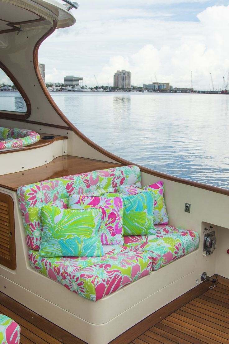 A-boat that… introducing our collaboration with The Mariners Club. This custom Hinckley Yacht, adorned in Lilly Pulitzer Spring 2016 prints, will be available to Barton and Gray Members starting December 28 in Palm Beach. More to come…