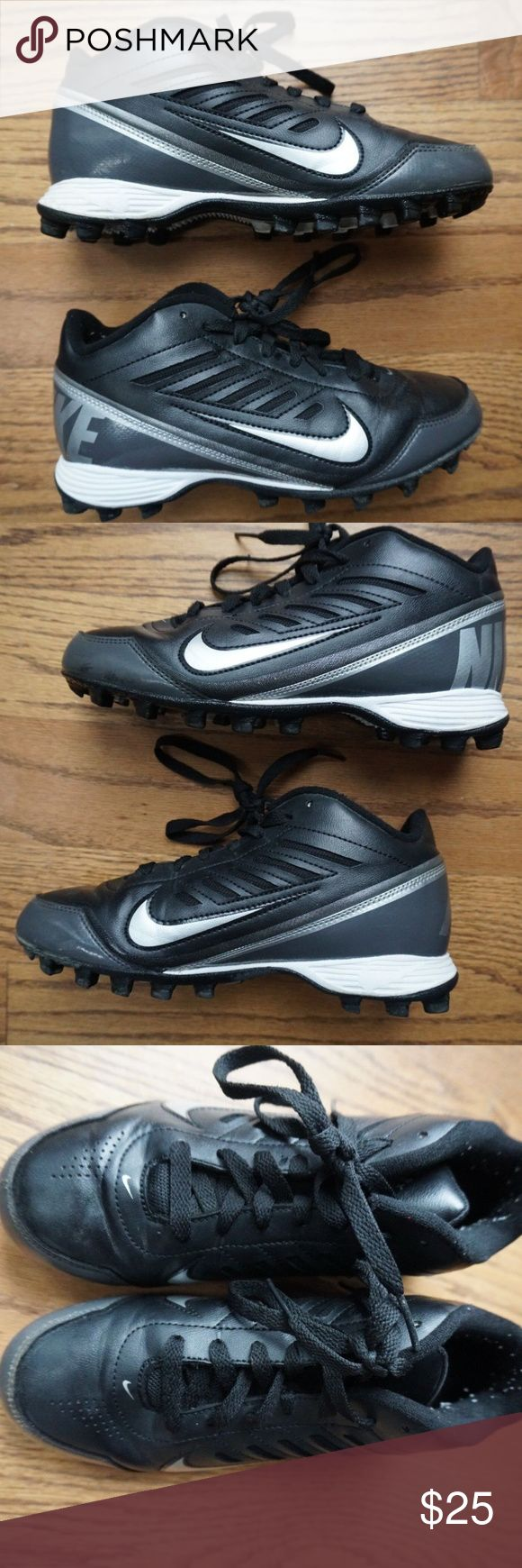 NIKE Football Cleats Size 5Y NIKE Football Cleats Land Shark Kids Black and Silver Football Cleats Size 5Y Very Good Condition! D18 Nike Shoes Sneakers