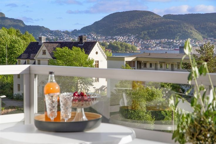 FINN – Sandviken - Lekker 3-roms med; solrik balkong, de beste utsiktsforhold, topp standard og gåavstand til NHH. Det enkle liv.