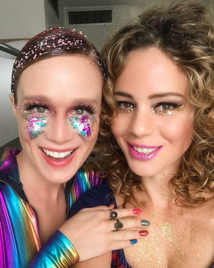 Pura inspiração carnavalesca com Mariana Ximenes e Leandra Leal - brilho, cores, cabelos, unhas