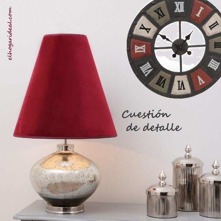 Rojo navideño para iniciar el día: lámpara de mesa con tulipa de terciopelo y reloj mural con aire vintage. http://elhogarideal.com/es/iluminacion/1074-lampara-de-lectura-brime.html#.Vl4FP_kve1t