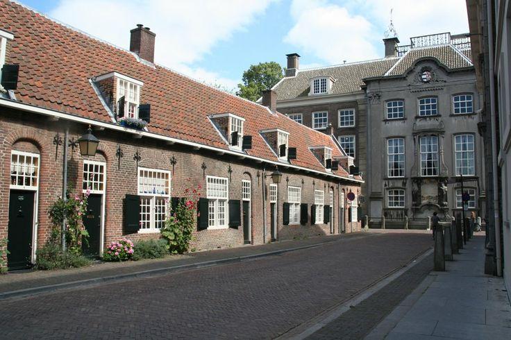 Lange Nieuwstraat Adriaen Beyerskameren en de Fundatie van Vrijvrouwe van Renswoude