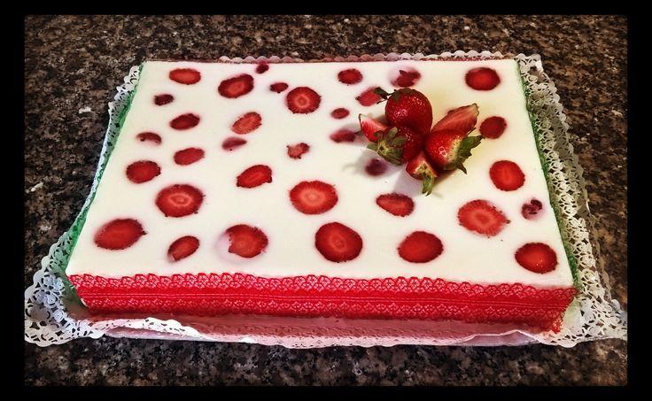 Torta Giardino di Fragole di #montersino fatta da me! #cake #birthdaycake #pastry #food #strawberries #happy_birthday_sister