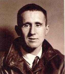 Un 14 de agosto murió Bertolt Brecht.