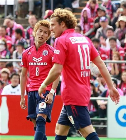 Yoichiro Kakitani, Cerezo Osaka and Diego Forlán, Cerezo Osaka (2014-..., 21 apps, 7 goals)