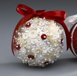 Cute and easy button ornament!