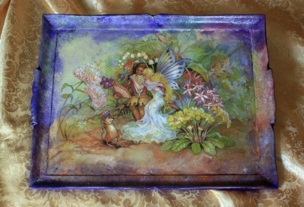 Découpage pittorico on wood tray