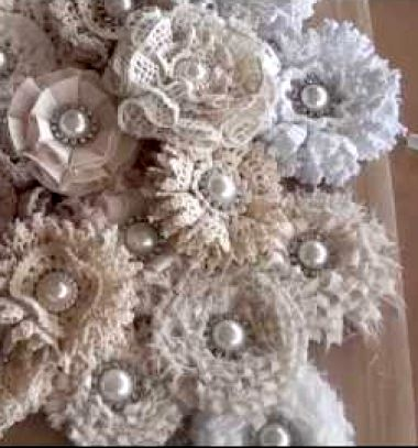 Gorgeous shabby chic loop flowers (brooches) from fabric scraps // Csodaszép vintage virág brossok maradék anyagcsíkokból  // Mindy - craft tutorial collection