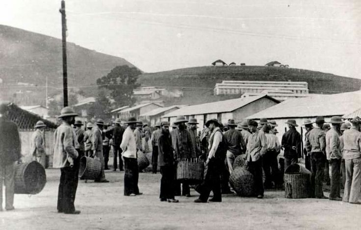 Boer POW's awaiting to receive their weekly rations in Diyatalawa camp Ceylon..ABW