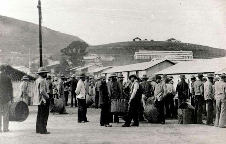 Boer POW's awaiting to receive their weekly rations in Diyatalawa camp Ceylon..ABW