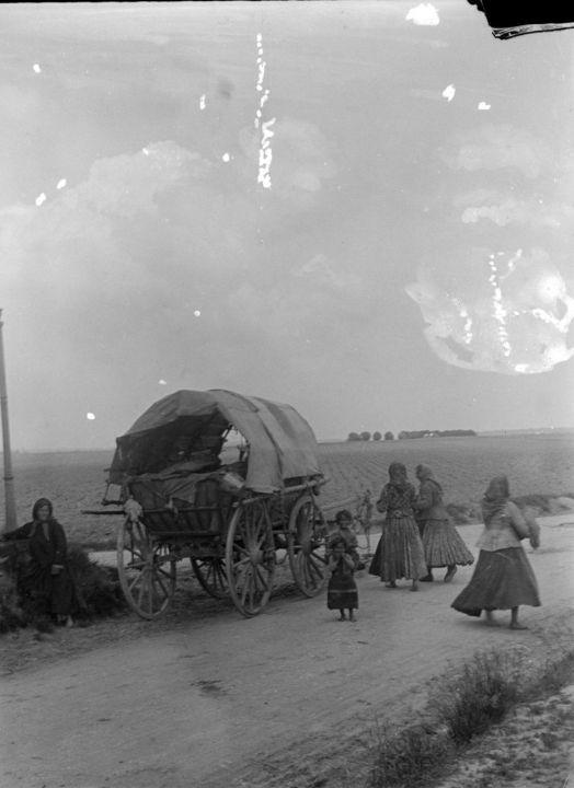 EN IMAGES. Ces photos centenaires sauvées de la poubelle - 17/04/2013 - leParisien.fr -   Des bohémiens sur le plateau de Saclay entre 1895 et 1905