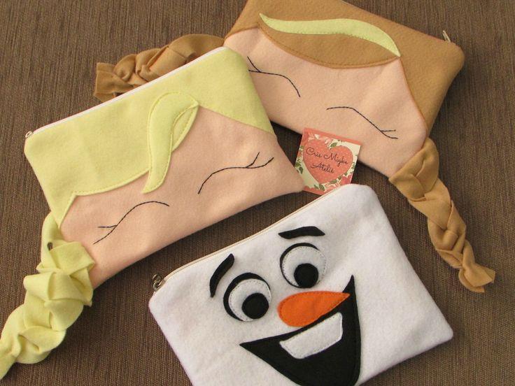 Necessaire/Estojo - Lembrancinha Frozen <br>Confeccionado em feltro, com forro em tecido, fechamento por zíper. <br>Tamanho aprox. 19 cm x 13 cm <br>Sob encomenda, pedido mínimo 10 unidades, modelos à combinar. <br>Consulte prazo de confecção e valor de frete.