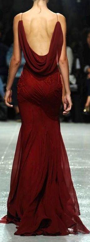 Não sei pq, mas amo todos os vestidos que fazem isso nas costas!!
