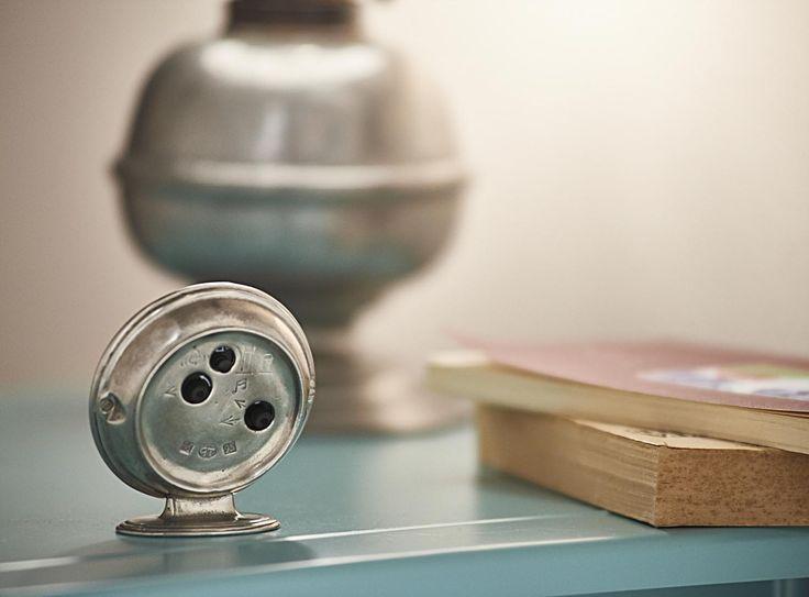Pewter Alarm Clock - Height: 8,5 cm (3,3″) - #pewter #alarm #clock #peltro #sveglia #orologio #zinn #wecker #uhr #étain #etain #réveil #peltre #tinn #олово #оловянный #gifts #giftware #home #housewares #homewares #decor #design #bottega #peltro #GT #italian #handmade #made #italy #artisans #craftsmanship #craftsman #primitive #vintage #antique
