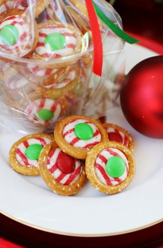 Easy Pretzel Kiss Candies {with Candy Cane Hersheys Kisses} ~ perfect for have-on-hand little gifts and holiday snacking!   #Christmas #easyChristmasideas #giftsfromthekitchen www.thekitchenismyplayground.com
