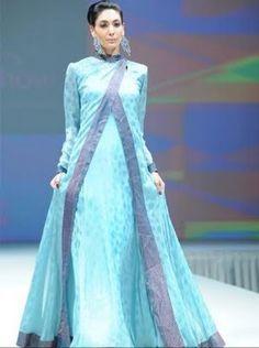 Abaya de luxe bleue Plus de modèles sur http://www.photohijab.com