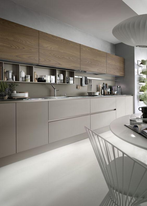 Une #cuisine #moderne tout en longueur. #brun http://www.m-habitat.fr/penser-sa-cuisine/implantation-cuisine/la-cuisine-lineaire-807_A