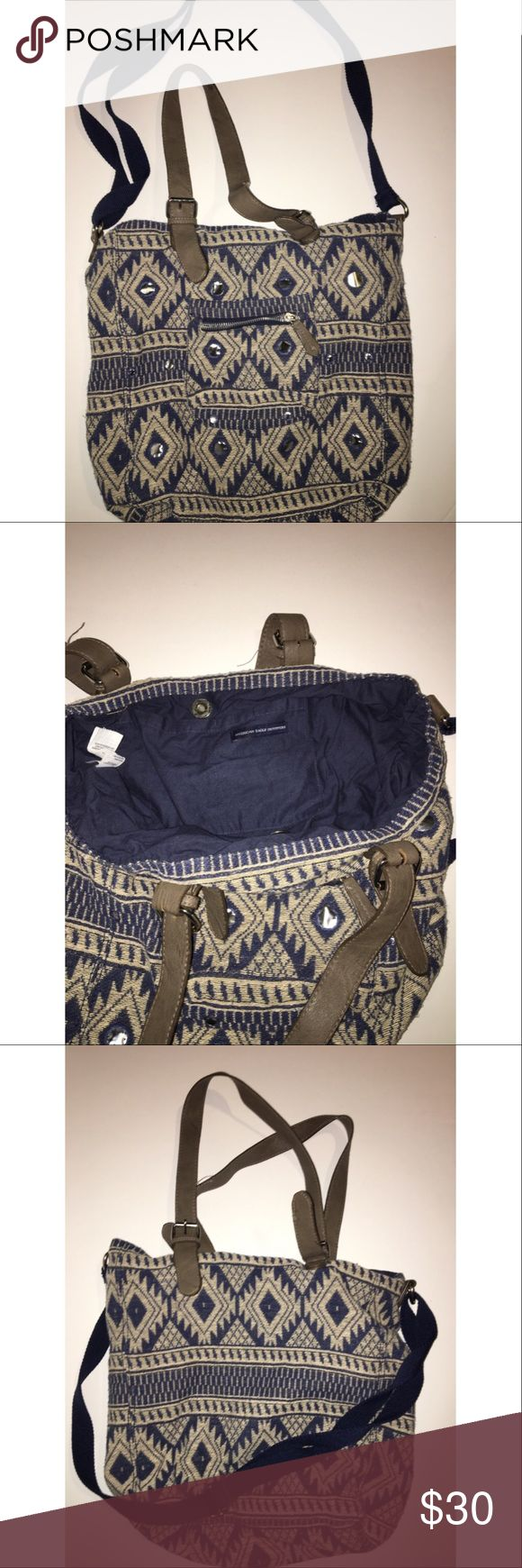 A&E tote bag Like new. Used only a few times. One pocket on the inside. Reasonless offers accepted. NO TRADES!! American Eagle Outfitters Bags Hobos