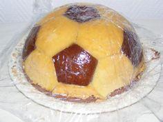 C'est en me baladant sur différents blogs que j'ai eu le coup de coeur pour ce gâteau en forme de ballon de foot. Et puis l'occasion s'est présentée avec les 10 ans d'Alexis aujourd'hui! Alors pour l'occasion j'ai réalisé ce ballon que l'on trouve sur...
