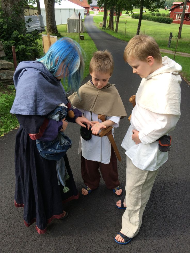 Some medieval clothes I've made for my kids.